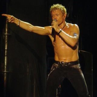 Billy Idol kommer till Gröna Lund