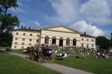 Alla är välkomna till Drottningholms Slottsteater. Licens: Creative Commons