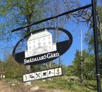 Smådalarö Gård Hotell och Konferens skylt på Dalarö